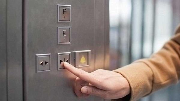 گیر کردن آسانسور